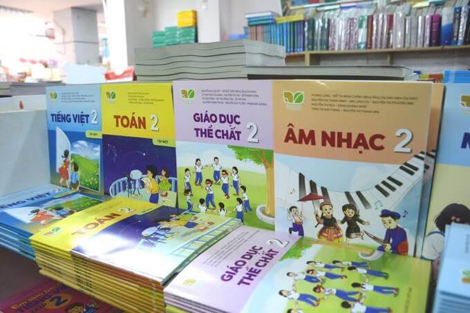 Học sinh TP HCM nhận sách giáo khoa trước ngày 7/9 8