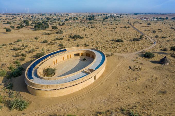 Ngôi trường hình bầu dục giữa sa mạc 5