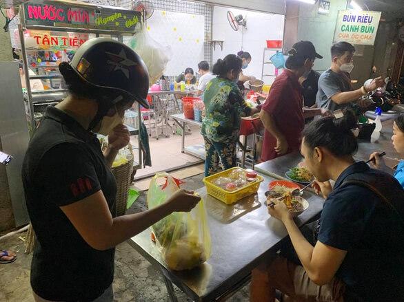 TP.HCM cho mở hàng quán ăn uống tại chỗ từ 28-10 5
